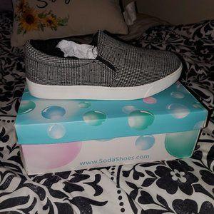 NWT SODA Sneakers sz 10